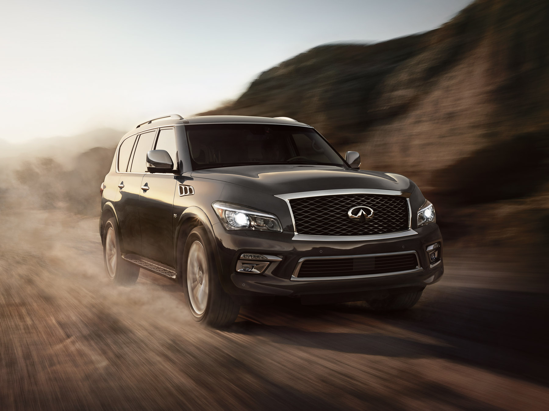Black infiniti QX802 driving in the desert