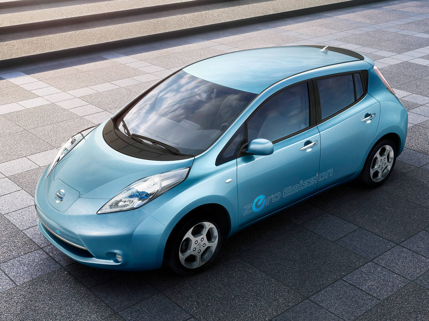 Blue Nissan Leaf