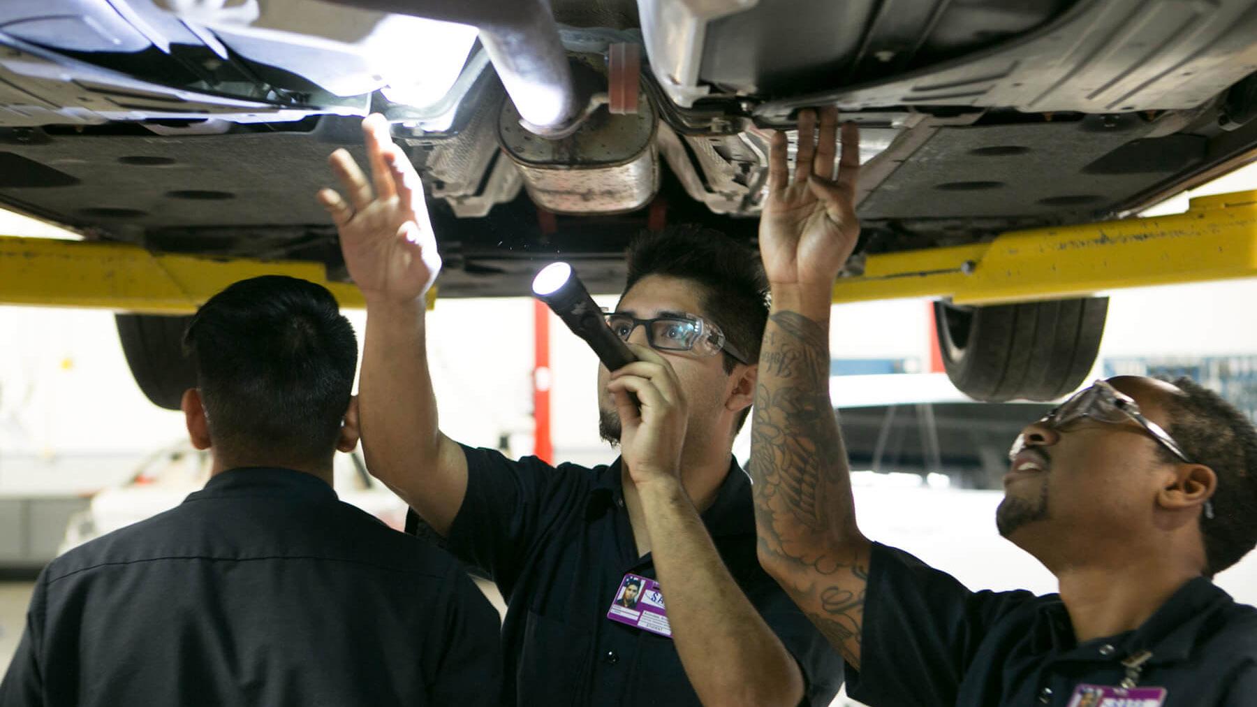 Specialized Training_4x3_Volvo_Courses_Under Car Flashlight